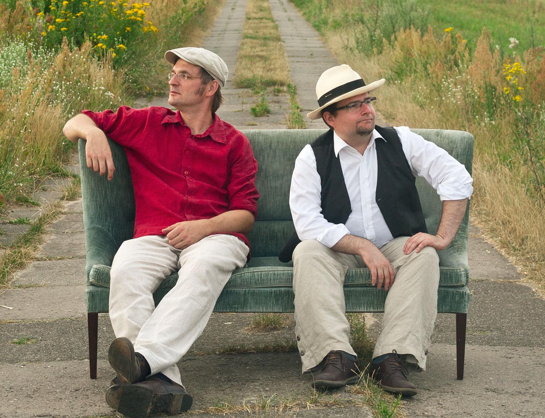 Florian und Bernard auf dem Sofa